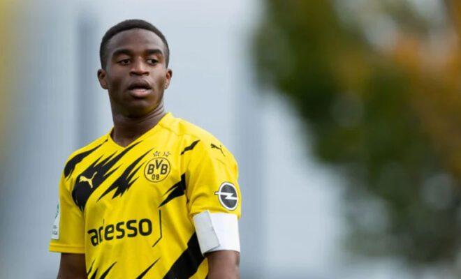 striker muda dortmund cetak rekor