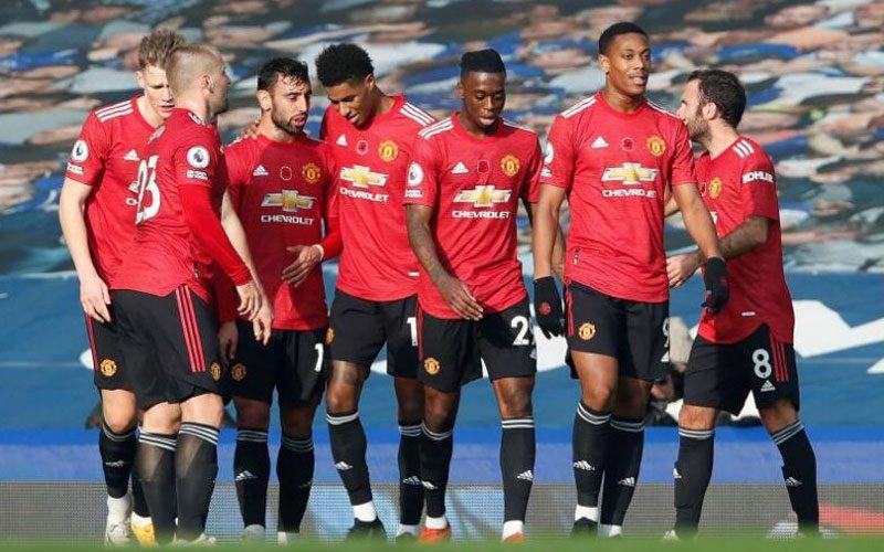 manchester united bermain lebih agresif