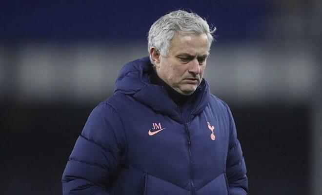mourinho jadi pelatih as roma