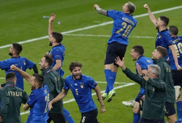 italia lolos ke final